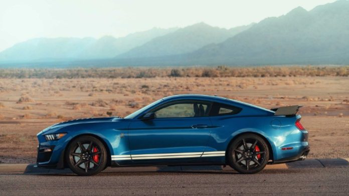 2020 Ford Shelby GT500 - Side view