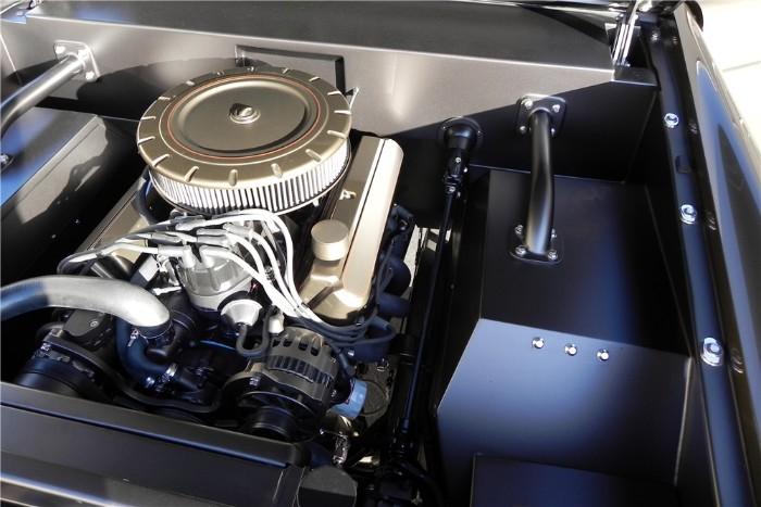 1966 Ford Bronco Custom SUV - engine