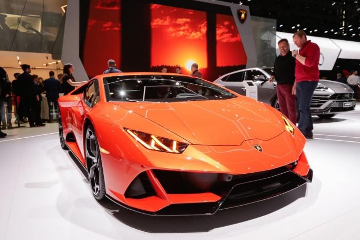 Lamborghini Huracan Evo Spyder - front side view